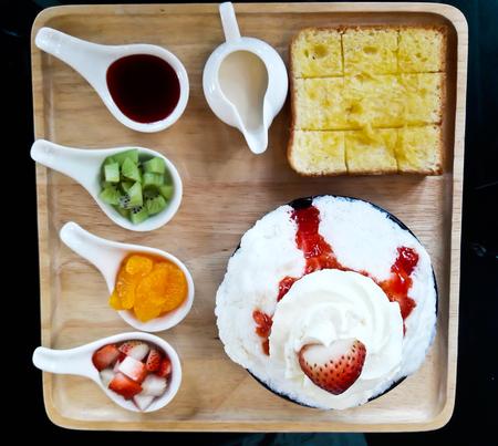 bing: Strawberry Bing Su , Korean dessert Stock Photo