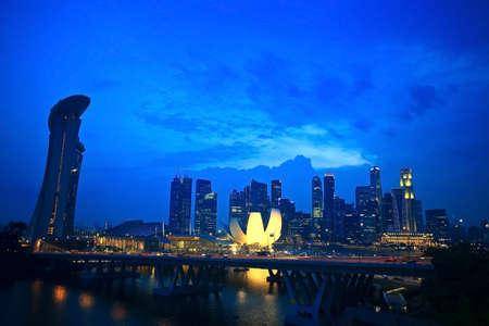 jachthaven: Bovenaanzicht van de Singapore Flyer landschap in de avond tijd Stockfoto