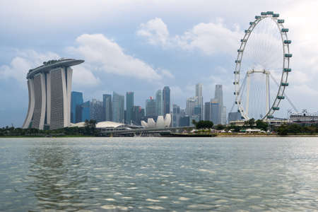 Skyline of singapore by the marina bay on 13 February 2017 in Singapore Editoriali
