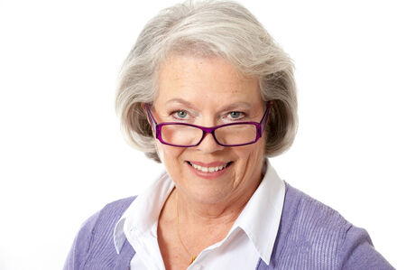Mujer mayor con gafas aislados en blanco Foto de archivo - 29074195