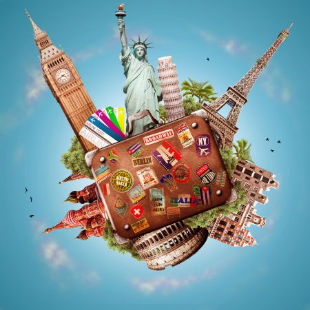 Reizen, toerisme collage met wereld attracties en koffer
