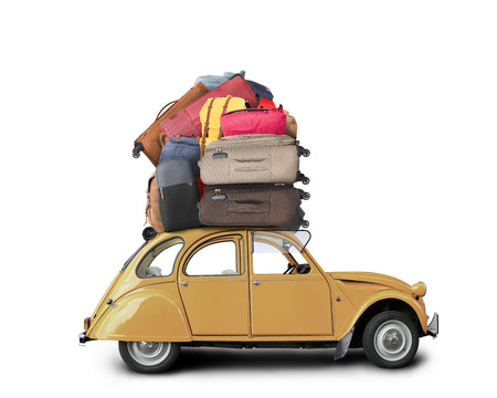 vintage travel: Voiture rétro avec bagages sur le toit, tourisme Banque d'images