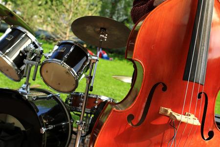 instrumentos musicales: Instrumentos musicales contrabajo Foto de archivo