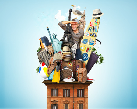 aventura: Turística sobre el techo con el equipaje y puntos de referencia