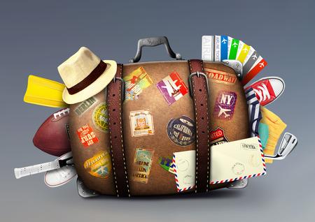 maletas de viaje: Maleta llena de un viajero con pegatinas de viajes Foto de archivo