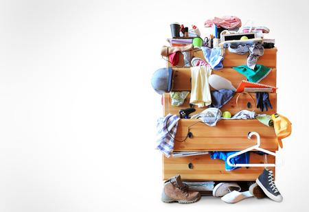 habitacion desordenada: Lío y ropa