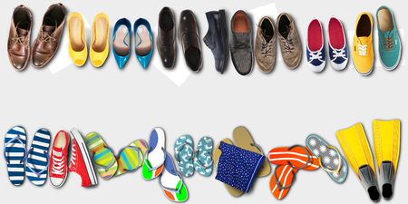Vacaciones de verano, zapatos de oficina, chanclas de colores, viajes
