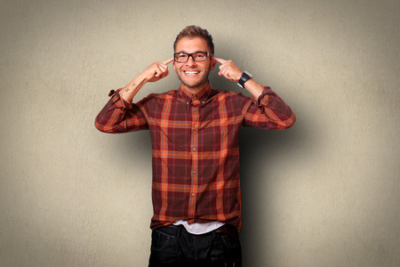 mente humana: Young man in shirt and jeans smiling