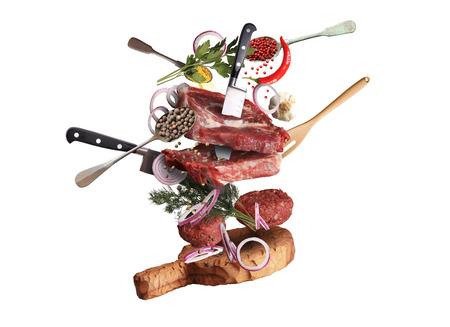 berenjena: Carne de res y albóndigas con verduras y utensilios