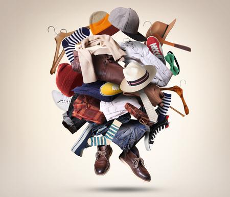 Grote hoop van verschillende kleding en schoenen Stockfoto - 72267759