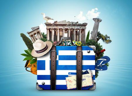 ギリシャ、ギリシャのランドマークとヴィンテージ スーツケース 写真素材