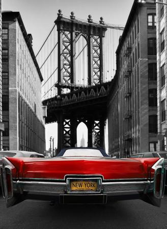 ニューヨークの路上でレトロな古い車の赤い色