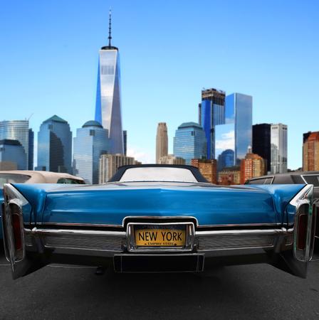 ニューヨークの道路上のレトロな古い車の青い色 写真素材 - 85477278