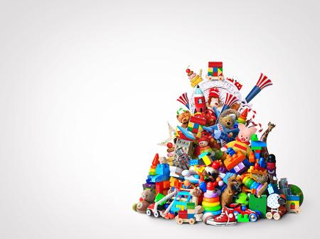 Énorme tas de jouets différents et colorés
