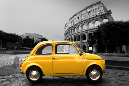 Retro car on background of Colosseum in Rome Italy Banque d'images