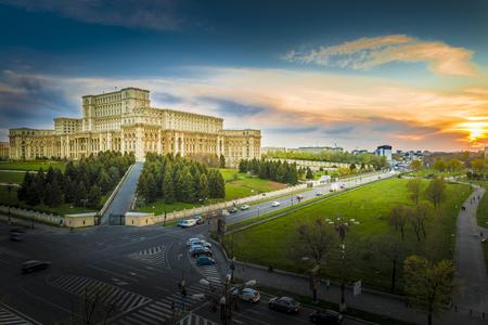ブカレスト、ルーマニアの議会の宮殿。 報道画像