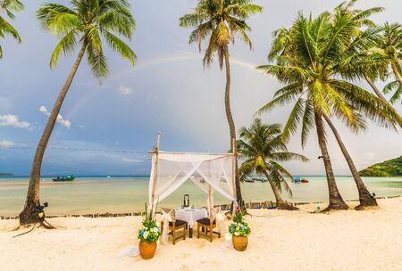 Exotic beach after rain at Ko Phi Phi Lee island, Krabi Province, Andaman Sea, Thailand 免版税图像
