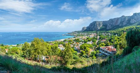 View of the gulf of Mondello and Monte Pellegrino, Palermo, Sicily island, Italy Banque d'images