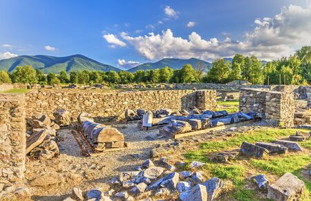 Ruins of fortress Sarmisegetusa Ulpia Traiana, Transylvania, Romania. Archivio Fotografico