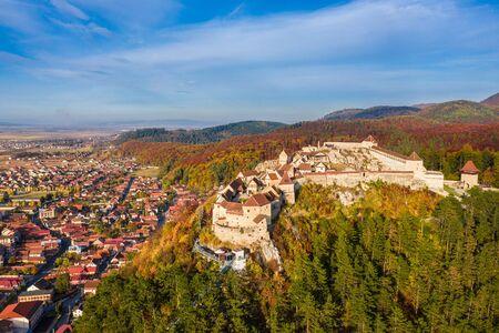 Landscape with Rasnov town and medieval fortress, Brasov, Transylvania, Romania 版權商用圖片 - 150508192