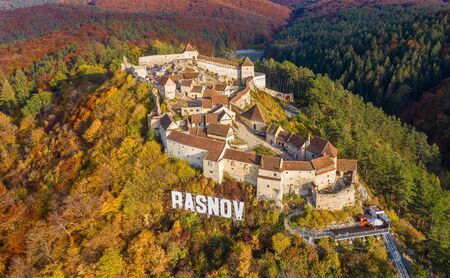 Landscape with Medieval fortress Rasnov, Brasov, Transylvania, Romania 版權商用圖片