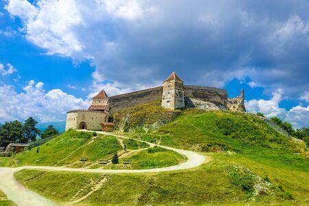 Medieval fortress (citadel) in Rasnov city, Brasov, Transylvania, Romania 版權商用圖片 - 150507832