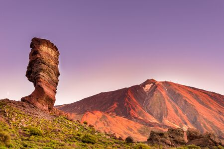 Roques de Garcia stone and Teide mountain volcano at the sunny morning in the Teide National Park, Tenerife, Canary Islands, Spain. Archivio Fotografico