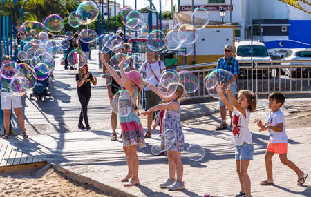 Gran Canaria, Spain - October 17, 2019:  Children playing with soap balloons 新聞圖片