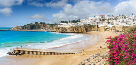 Landscape with old town Albufeira and sandy city beaches in Algarve, Portugal Stockfoto
