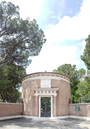 Historic site is memorial, monument and facade. That marvel has mausoleum, hacienda and archaeological site and that beauty contains estate, building and tree. Editorial