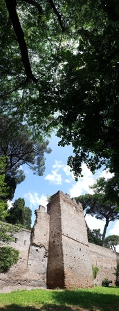 Tree is sky, monument and plant. That marvel has archaeological site, grass and landscape and that beauty contains historic site, ruins and park.