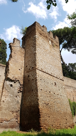 Historic site is ruins, fortification and history. That marvel has archaeological site, wall and château and that beauty contains ancient history, castle and medieval architecture.