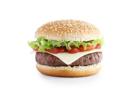 Amerikanischer Burger mit Schnitzel und Gemüse auf weißem Hintergrund Standard-Bild