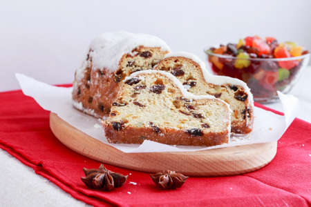 German fruit bread on the kitchen table Imagens