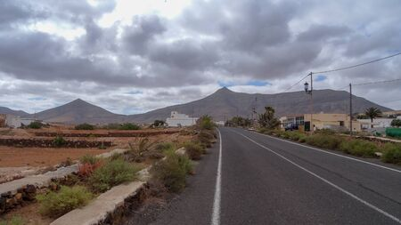 Tindaya is a big mountain and small country near it. It is situated on Fuerteventura - on of Canarian islands, Spain. Stockfoto