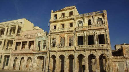Havana is an amazing city! It seems that you are in the past. Unusual buildings, kind people, ruins and cars of the last century. I like Cuba! Banque d'images