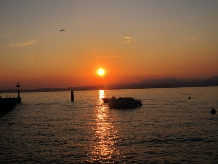 italia lake of garda sunset lake photo