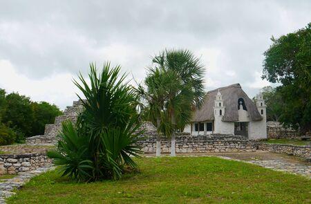 cultura maya: Historia pir�mide cultura maya mexico iglesia Xtampu yucatan