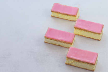 Delicious Dutch pastry called tompouce. Imagens