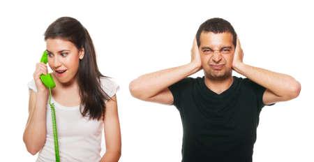 molesto: Sentimiento novio perturbado por llamadas telefónicas