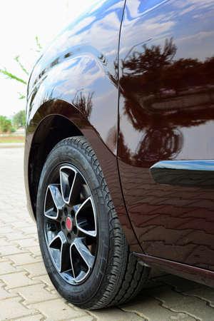 fender: Car front fender
