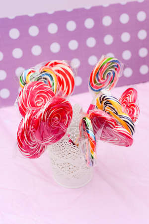 paletas de caramelo: Piruletas de cumplea�os Foto de archivo