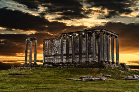 templo griego: Aizanoi ruinas templo de Zeus Foto de archivo