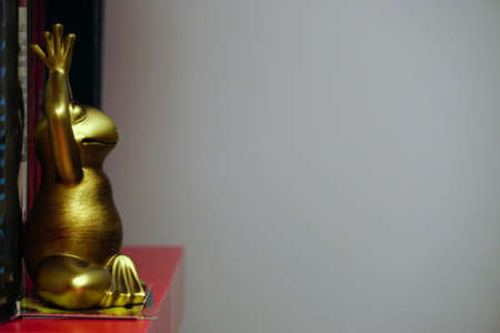 Yoga tantra position figurine with copyspace on the side Standard-Bild - 132288497