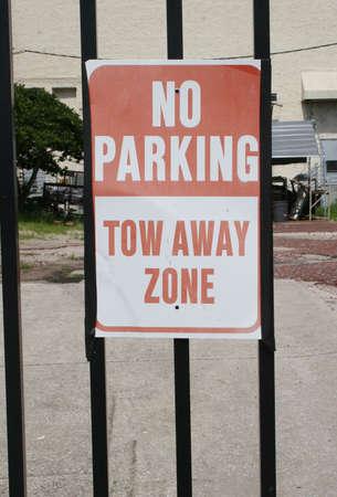 Geen parkeergelegenheid, Lokken Away Zone Inloggen