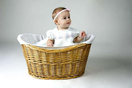 mimbre: Chica de beb� en el Basket  Foto de archivo