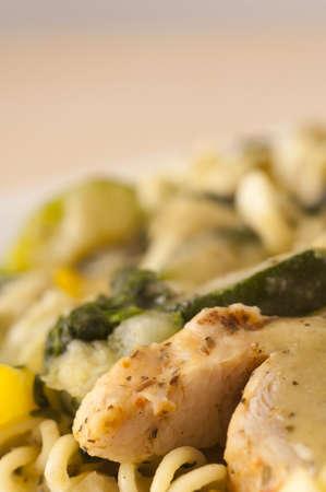 rotini: Rotini Pasta con verduras y pollo a la parrilla