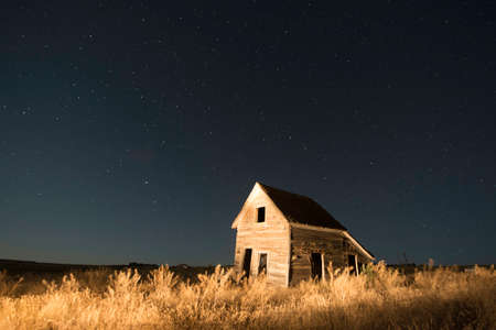 ranch house: Ranch house in South Dakota with Star Filled Sky
