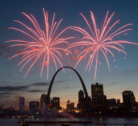 Fireworks Over St. Louis Skyline 스톡 콘텐츠