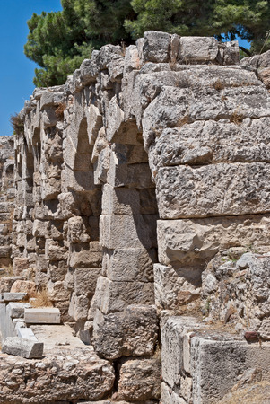 Ruins of ancient stone wall in the territory of the Acropolis in Athens  Stockfoto